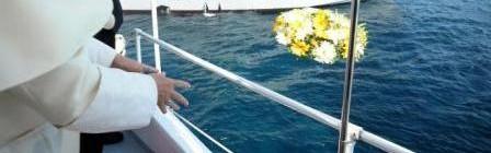 L'abbraccio di Papa Francesco a Lampedusa