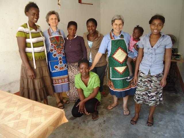 Il Grembiule donato dalle donne del gruppo Maos unidos (Beira)